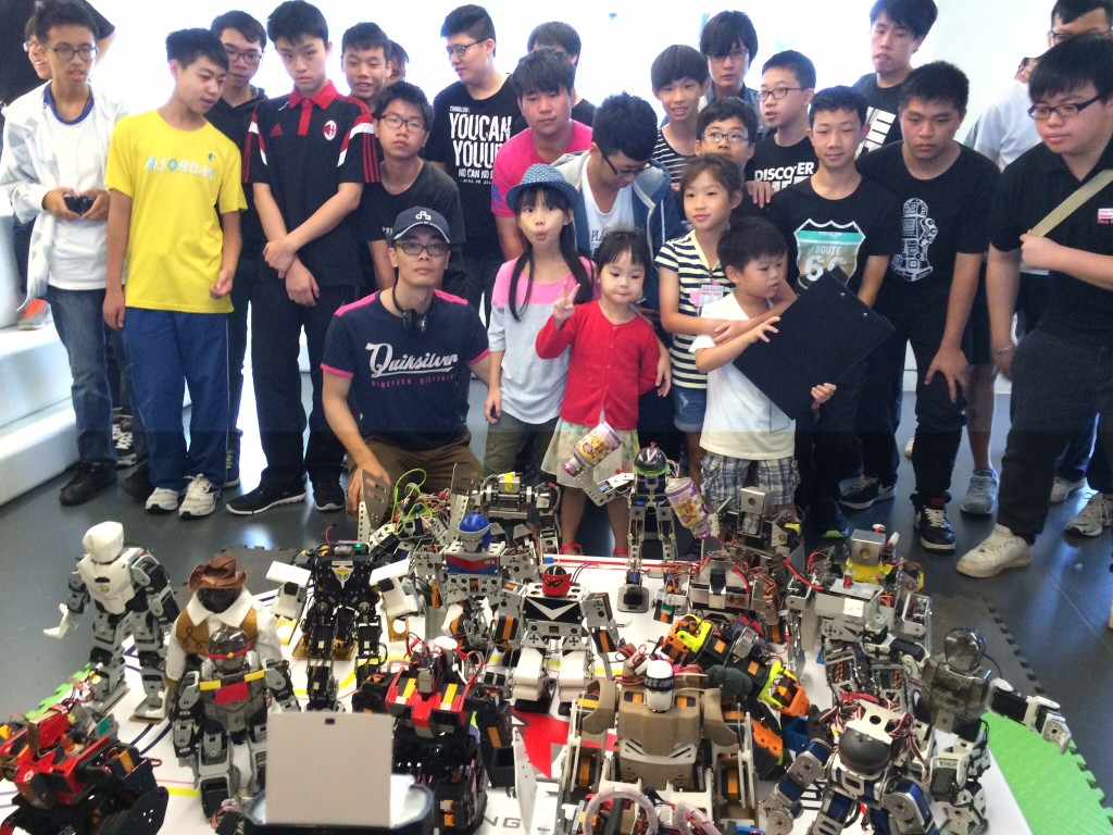 Group photo of the first Robot Boxing League in Hong Kong